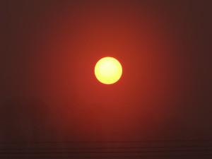 ある日の夕方。 まん丸の夕日が綺麗です♪