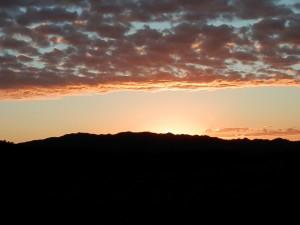 こんな夕日を見ると心が洗われる気がします。