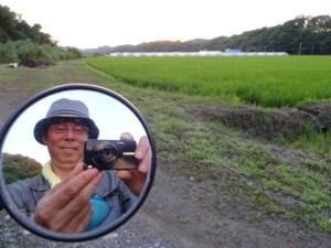 そのモデルさんの専属カメラマン、義光(笑) 彼はなんと、風景と撮影者を同時に写す 画期的な撮影法をあみ出しました(笑)