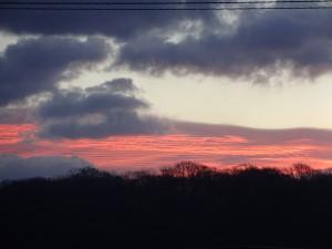 この夕日も綺麗ですね! 雲の形を見る限り、明日は雨ですね~
