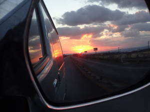 お米配達の帰り、ドアミラーに夕日が映り、 それがあまりにも綺麗だったので、、、