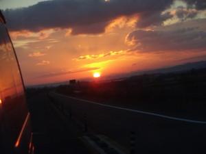 広々とした広大な土地の夕日、最高に綺麗です!!