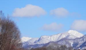 ~真っ白い日高山脈~