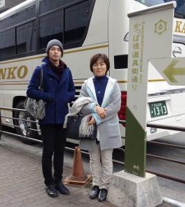浅草の次は「カッパ橋商店街」へ♪ 両親はこの後、写真の顔つきからは 想像できないほど夢中になって 楽しく買い物をしまくるのでした(笑)