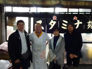 お食事後は店主の豊島さんと記念撮影♪ 東京で一番おいしい焼肉屋さんは やっぱり次元の違う美味しさでした(^-^)