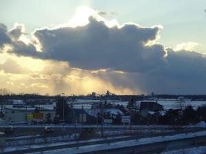 春が近づいてくると、急に天気が変わる ことが多くなりますね!大きい 雲も現れたりします~